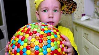 Рома приготовил огромную конфету