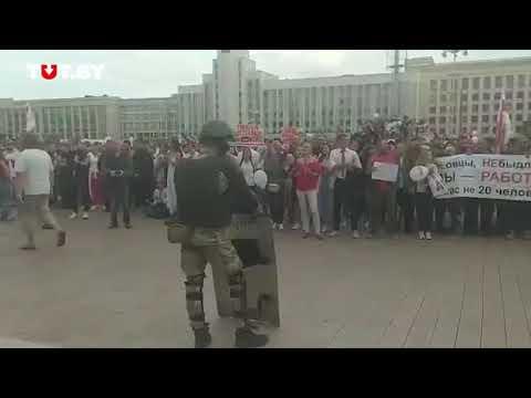 DialogUA - Всегда online: Срочно! В Минске ОМОН опустил щиты под ликование 15 тысяч протестующих!