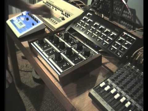 Meeblip 4u Rack Synth by S-CAT + Dubsta delay/TR-909/xoxbox/Mackie 1402