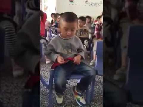Video lucu dari anak kecil itu :)