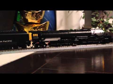 Union Pacific Big Boy 4-8-8-4 HO scale on Kato Unitrack