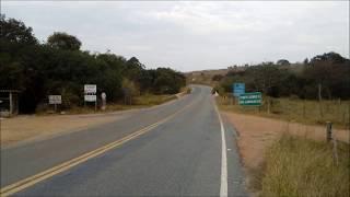 Muitas curvas e redução brusca em rodovia