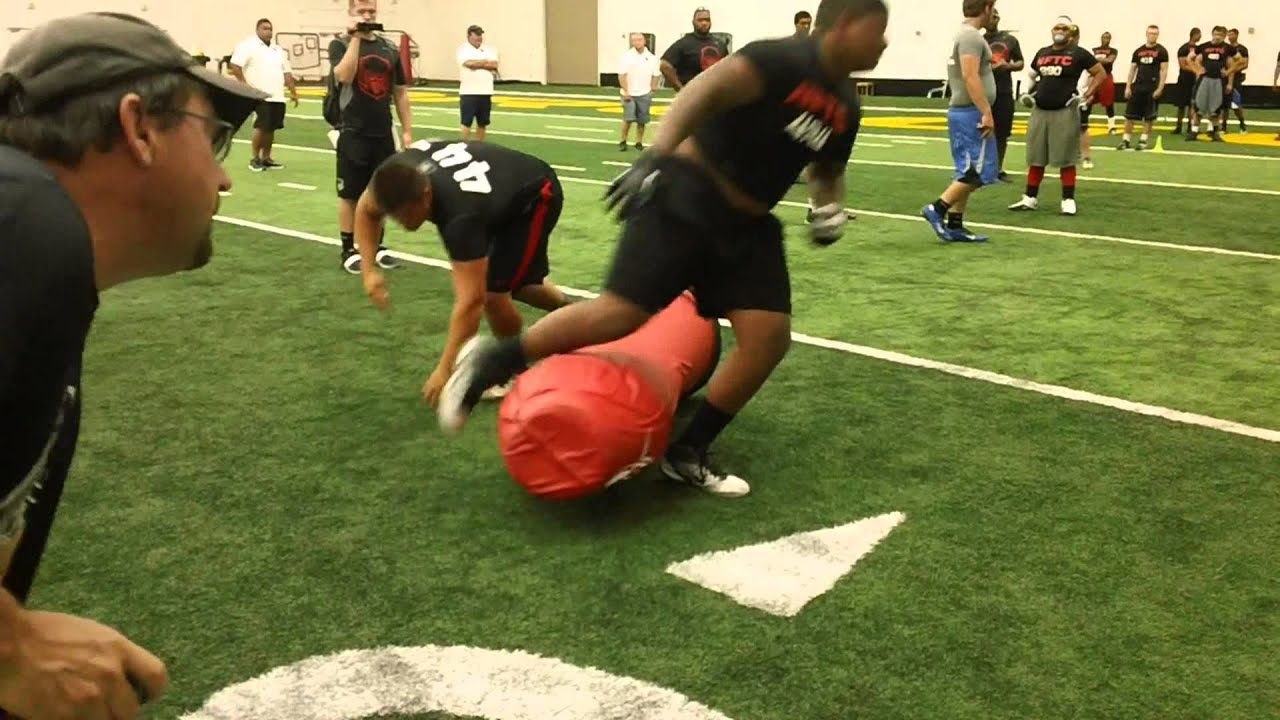 2013 Nike Football Training Camp - Linemen 1 on 1's - YouTube - photo#17