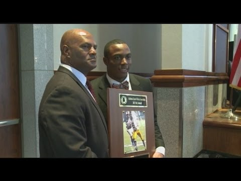 "Racean ""Roc"" Thomas awarded 2013 Mr. Football"