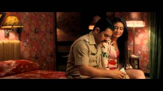 Repeat youtube video Kareena Kapoor Thunder Thigh Show - Talaash HD