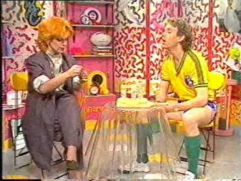 Toyah Willcox - How to make a banana candle! Wide Awake Club 1985