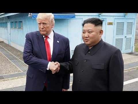 Историческое рукопожатие Трампа и Кима в демилитаризованной зоне…