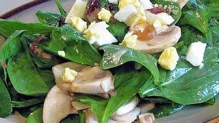 Грибной салат со шпинатом и беконом