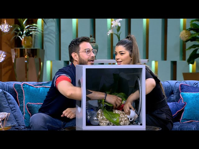 """آه إيدي يابابي"""" لعبة هات من الصندوق بين أحمد زاهر وبنته ليلى زاهر"""""""