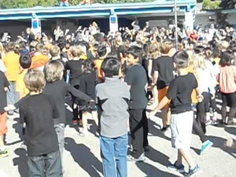 Logan and Lupin Hill Elementary School dancing to Thriller