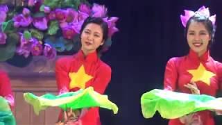 Bài múa Hương Sắc Sen do đoàn nghệ thuật quần chúng Học viện ANND thể hiện