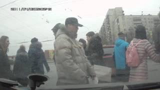 Поворот из среднего ряда на Малой Балканской 11.03.2017