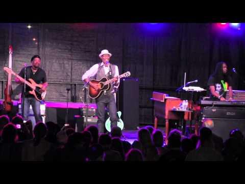 "KEB' MO' -  ""Old Me Better""   8/9/15 Heritage Music BluesFest"