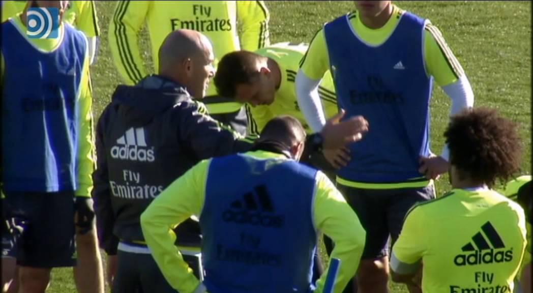 Zidane dirige su primer entrenamiento con el Real Madrid - YouTube 085de4d22d47b