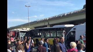 İstanbul Kadıköy'de iki metrobüs çarpıştı