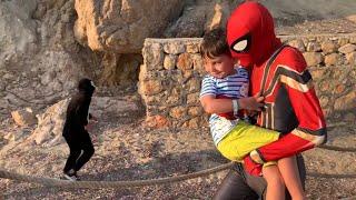 Yusuf'u kovalayan ördek ve inekten Spiderman kurtarıyor!🤩 Yusuf ve Spiderman saklanıyorlar❗️