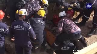 إنقاذ عاملين داهمتهما الأتربة في منطقة خريبة السوق في العاصمة عمان (27/1/2020)