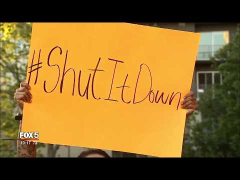 Rapper T.I. leads protest against Atlanta restaurant