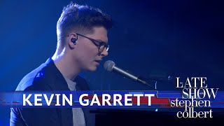 Kevin Garrett Performs 'It Don't Bother Me At All'