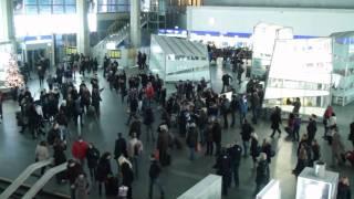 Świąteczny Flash mob na Dworcu Centralnym w Warszawie