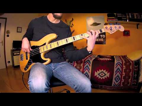 Stealers Wheel - Stuck in The Middle With You (BASS COVER)