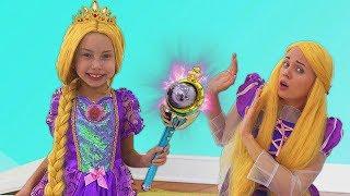 Alice y mamá fingen Ser PRINCESAS - Historias divertidas para niños sobre la Varita Mágica