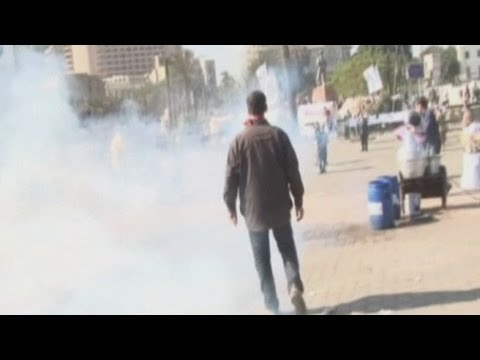 Police and protesters clash in Egypt