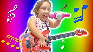 MC Divertida finge brincar com INSTRUMENTOS MUSICAIS | Pretend play with Musical Instruments