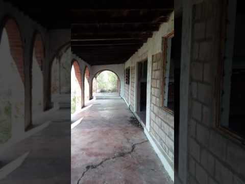 La casa del dentista en las afueras de piedras negras - La casa de las piedras ...