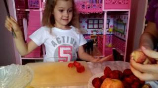 Делаем фруктовый салат.