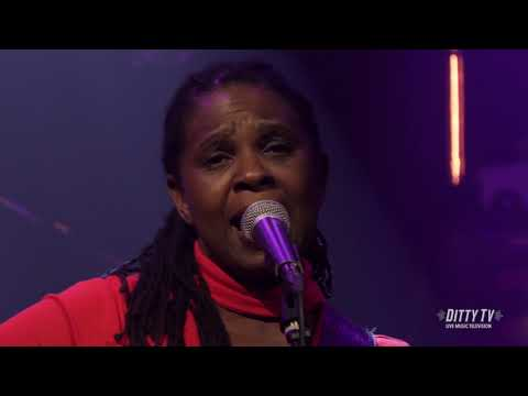"""Ruthie Foster Performs """"Singing The Blues"""" On DittyTV"""