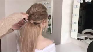 Причёска объёмный низкий хвост на прямых волосах.