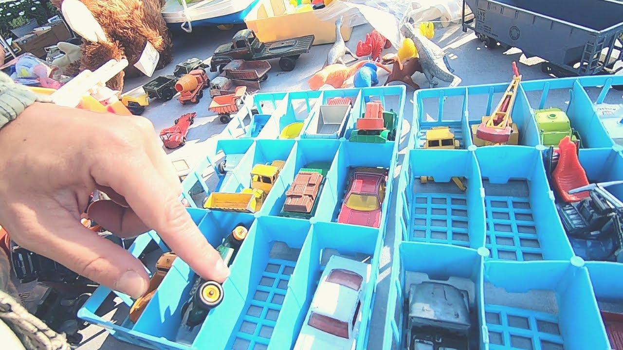 Scoring CHEAP Prices At GARAGE SALES