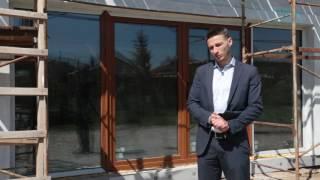 Обзор пластиковых раздвижных дверей в коттедже от Окна Проект