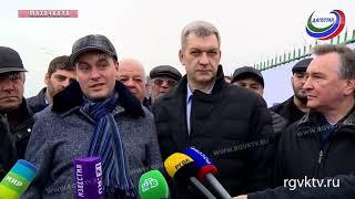Руководство Дагестана и гости республики приняли участие в посадке деревьев на Аллее чемпионов
