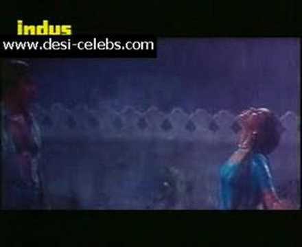 ashwini bhave kiss  in rain