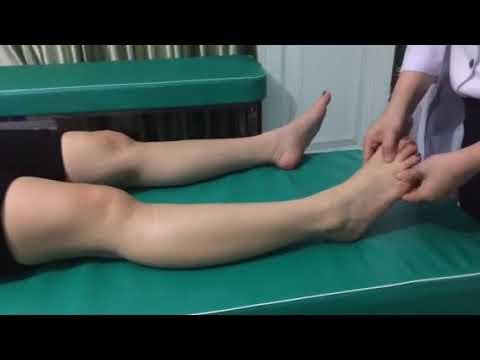 Hướng dẫn vuốt chân cho bệnh nhân bị suy giãn tính mạch tại QH H'RAI