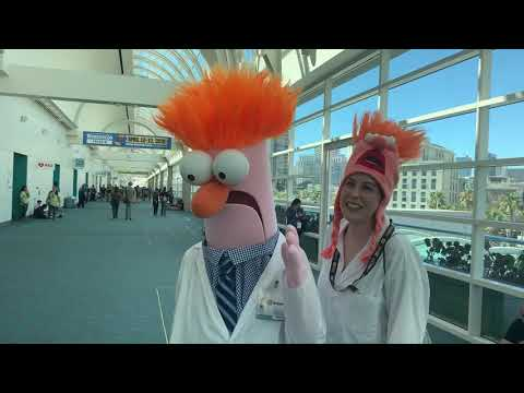 Couple Dresses As Muppets Beaker At San Diego Comic Con 2019