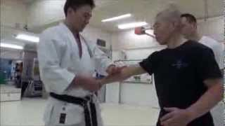 Repeat youtube video 激痛!絶叫!これが沖縄空手だ!(Amazing! Okinawan Karate)