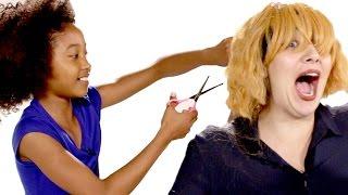 أطفال يقصون شعر الكبار - مترجم عربي