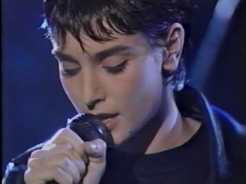 Sinead O'Connor - Thank You For Hearing Me performance (1994)(HQ)