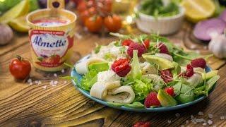 Свежий салат с кальмарами и малиной