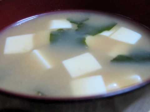 recette-japonaise-:-soupe-miso-au-tofu-et-wakame-sur-http://a-vos-baguettes.blogspot.jp