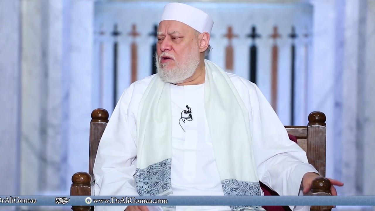 هل يجب على المرأة صلاة الجمعة في المسجد؟ ولو صلت في البيت هل صحيح انها يجب عليها عدم القيام بأي شيء