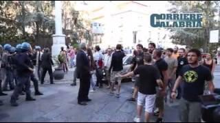 Salvini a Catanzaro, scontri tra polizia e manifestanti