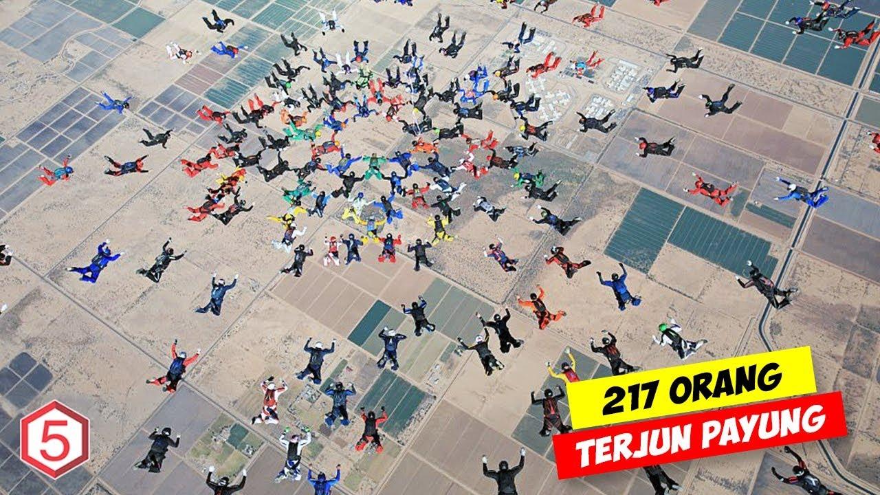 Download Gokil 217 Orang Terjun Bebas Dari Pesawat Bersamaan