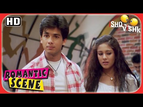 Shahid declares that Amrita is his GF - Ishk Vishq Scenes - Superhit Romantic Scenes