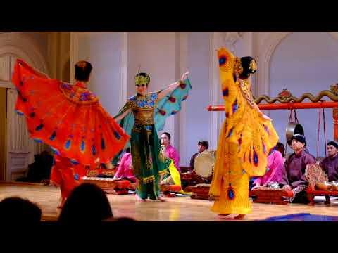 Tari Merak di Moskow/The Dance of Peacock from West Java in Moscow