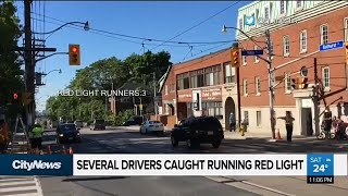 Baixar Drivers caught running red light in school zone