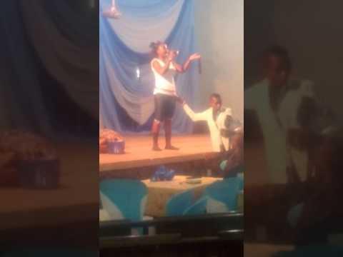 MC KILOGRAM (KG) LIVE ON STAGE AT ADEYEMI COLLEGE OF EDUCATION ONDO CITY NIGERIA